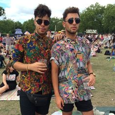 Live from #Wireless #London today & spotting best trends! #fashion #printedshirts #denimshorts