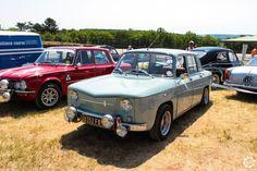 #Renault #8 dans l'espace club de #Dijon_Prenois au #GPAO Article original : http://newsdanciennes.com/2015/06/07/news-danciennes-au-grand-prix-de-lage-dor/ #Racecar #VintageCar #ClassicCar