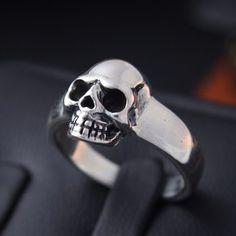 Skull Knuckle Collier de Hot Topic