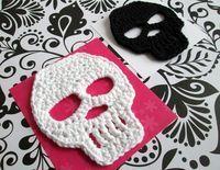 Add colors, borders, and other elements to create Dia de Los Muertos skulls! Diy Tricot Crochet, Crochet Gratis, Crochet Amigurumi, Cute Crochet, Learn Crochet, Crochet Skull Patterns, Crochet Motifs, Crochet Appliques, Halloween Crochet