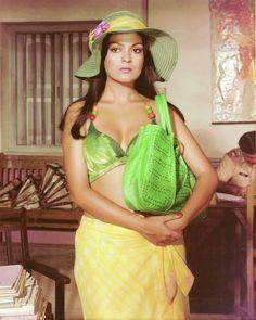 37 Years of Dostana film). Hindi Movie Video, Yash Johar, Amrish Puri, 1980 Films, Hindi Movies Online, Indian Bollywood Actress, Drama Film, Sari, Actresses