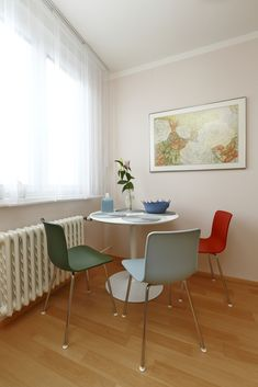 """Dokonalé závěsy a záclony versus """"hadr na okně"""" — Ambience Design Dining Chairs, Dining Table, New Homes, Furniture, Home Decor, Design, Decoration Home, Room Decor, Dinner Table"""