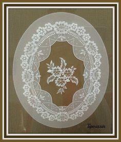 Art de la dentelle sur papier parchemin. Technique peu connue en France. Réalisations de pièces uniques
