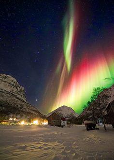 Aurora In Kitdalen, Norway Beautiful Sky, Beautiful Landscapes, Beautiful World, Beautiful Places, Image Nature, All Nature, Amazing Nature, Aurora Borealis, Nature Pictures