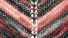 How I knitted a triangle stole out of a ball with Lang Yarns (+ free tutorial - Stricken - Knitting Ideas Beginner Knitting Patterns, Easy Knitting Projects, Knitting Blogs, Knitting For Beginners, Knitting Socks, Free Knitting, Baby Knitting, Joining Yarn, Diy Mode