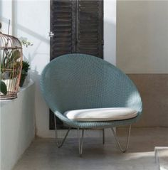 A Stylish and confortable Vincente Sheppard Cocoon lounge chair that looks great in a living room as well as a bedroom. Interior Concept, Interior Design, Contemporary Living Room Furniture, Outdoor Tables, Outdoor Living, Modern Design, Furniture Design, Indoor, Outdoor Furniture