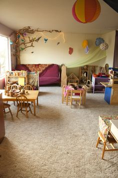 Love this space, it looks so cozy and inviting. Couch color, tree mural, and hanging net Daycare Setup, Daycare Rooms, Home Daycare, Preschool At Home, Daycare Ideas, Play Spaces, Learning Spaces, Kid Spaces, Classroom Setting