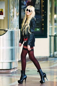 Taylor Momsen ✾ of The Pretty Reckless Taylor Momsen Style, Taylor Michel Momsen, Steam Punk, Cosplay, Taylor Momson, Tights And Heels, Rocker Style, Taylors, Couture