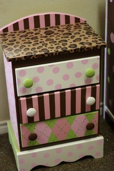 jjSparkles: PAISLEY's nursery furniture