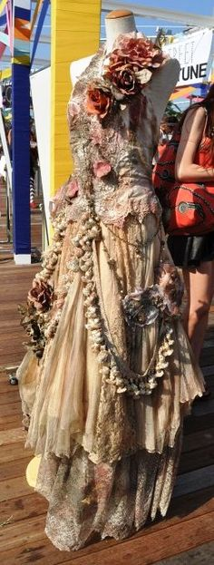Unknown designer. The level of detail here is just lovely. I want to touch it!