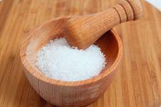 La sal saborizada es una idea genial para condimentar de otra manera las carnes, ensaladas y comidas de todo tipo. Te presentamos 3 recetas para hacer tus propias sales saborizadas.