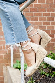 Wearing espadrilles has never been this easy peasy
