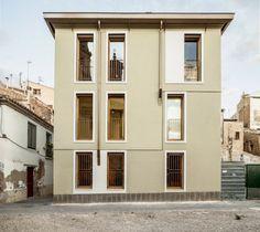 © Adrià Goula Architects: Lagula Arquitectes, Studio Ahedo Location: 31500 Tudela, Navarra, Spain Area: 316.0 sqm Year: 2014 Photographs: Adrià Goula