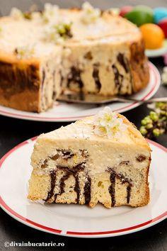 pasca-cu-branza-si-aluat-umplut-felie Easter Recipes, Dessert Recipes, Desserts, Pastry And Bakery, I Foods, Tiramisu, Cheesecake, Food And Drink, Ice Cream