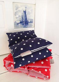 7-Kammer Maritim Kollektion 2019 by Elian Hartsuijker Throw Pillows, Bed, Ideas, Toss Pillows, Cushions, Stream Bed, Decorative Pillows, Beds, Decor Pillows