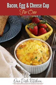 This bacon, egg and cheese cup is a quick and easy breakfast that's low carb and incredibly delicious. These baked eggs are high in protein and can be ready in less than 20 minutes! One Dish Dinners, Dinner Dishes, Breakfast Dishes, Breakfast Recipes, Breakfast Ideas, Breakfast Pastries, Breakfast Casserole, Kitchen Dishes, Kitchen Recipes