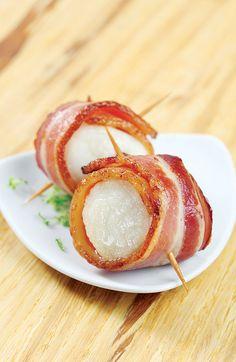 Les fêtes ne seraient pas les fêtes sans de savoureux et appétissants pétoncles bardés de bacon!