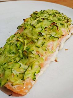 Salmone in crosta di zucchine Nutrition Plans, Diet And Nutrition, Salmon Recipes, Fish Recipes, Cena Light, Confort Food, Cooking Recipes, Healthy Recipes, Fitness Diet