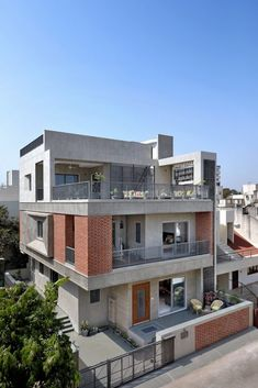 Our approach was purely driven by a very strong perfect Integrated House with contemporary Indo-ethnic charm. Best Modern House Design, Modern Exterior House Designs, Indian House Exterior Design, Modern Bungalow Exterior, 3 Storey House Design, Bungalow House Design, House Outside Design, House Front Design, Modern House Facades