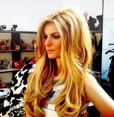 Love her big sexy hair--I neeeeeeed this volume!!!
