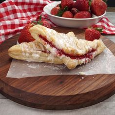 These strawberry turnovers are filled with sweet strawberries in a buttery, flaky puff pastry. These strawberry turnovers are filled with sweet strawberries in a buttery, flaky puff pastry. Strawberry Turnover Recipe, Strawberry Puff Pastry, Strawberry Recipes, Köstliche Desserts, Delicious Desserts, Dessert Recipes, Yummy Food, Tasty Videos, Food Videos