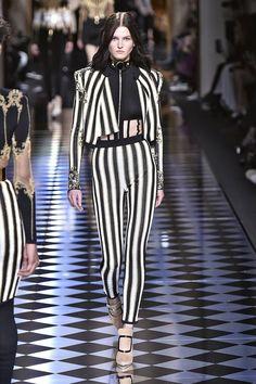 Pin for Later: Die 12 größten Modetrends der Fashion Weeks Herbst/Winter 2016  Balmain Herbst/Winter 2016