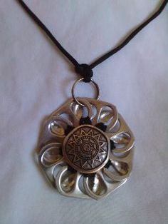 pretty sure it's Spanish art, either way, it's really pretty Soda Tab Crafts, Can Tab Crafts, Aluminum Can Crafts, Tape Crafts, Fabric Jewelry, Wire Jewelry, Jewelry Crafts, Bottle Cap Art, Bottle Cap Crafts