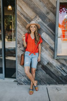 If you need some bermuda shorts outfit ideas, I have three really simple and basic outfits that are perfect for everyday mom wear. Bermuda Shorts Outfit, Modest Shorts, Bermuda Jeans, Jean Short Outfits, Basic Outfits, Modest Outfits, Casual Outfits, Shorts Outfits Women, Summer Outfits Women
