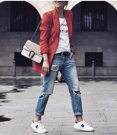 With it comes the desire to look fresh and dazzling; boyfriend jeans are controlling the street styles with many smart outfit ideas. Zara Outfit, Blazer Fashion, Fashion Outfits, Womens Fashion, Fashion Ideas, Adidas Superstar Outfit, Street Chic, Street Style, Vogue