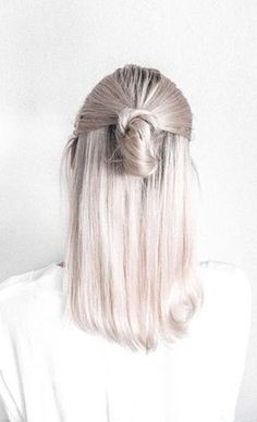 Aubrey - FINALLY able pin this image. Hair color want - balayage with something between this arctic white and white honey (also pinned), with natural color roots/base. Cut will be the long shag (also pinned).