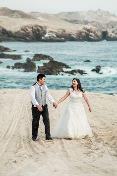 Qué es trash the dress y cómo se realiza. #Matrimoniocompe #Organizaciondebodas #Matrimonio #Novios  #TipsNupciales #CaminoAlAltar #MatriPeru #BodaPeru #FotosRomanticas #Postboda #SesionPostboda #Pareja #Couple #IsaidYes #TrashTheDress Around The Worlds, Photo And Video, Wedding Dresses, Beach, Instagram, Fashion, Romantic Pics, Couples, Trends