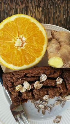 Zoals beloofd de havermoutcake van vorige week. Maar dan anders - uiteraard. Heerlijk kruidig en winters geworden met wortel, gember, s...