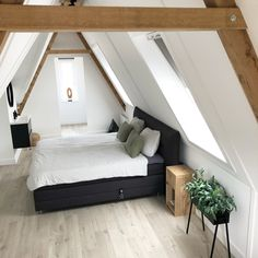 25 Cozy Bedroom Decor Ideas that Add Style & Flair to Your Home - The Trending House Cozy Bedroom, Master Bedroom, Bedroom Decor, Box Bed, Attic Renovation, Boy Room, Bedding Sets, New Homes, Decoration