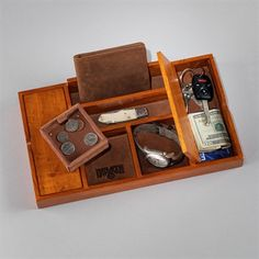 For R's dresser Solid Oak Dresser Valet Router Projects, Woodworking Projects That Sell, Wood Projects, Teds Woodworking, Butler, Zen Furniture, Desk Caddy, Oak Dresser, Wooden Organizer