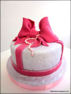 Bow cake 5 by Vadecakes
