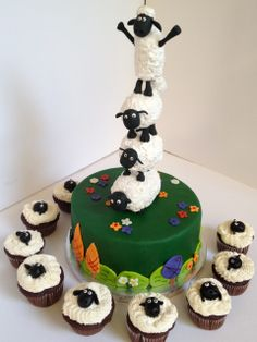 Shaun the Sheep cake and cupcakes