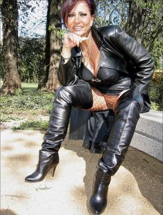 Sexy mature leather black women in