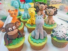 Cupcakes de brigadeiro decorados em 3D com bichinhos para a festa no tema safari, fazemos qualquer personagem comestível modelado.