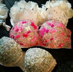 Handmade bikinis - bedazzled with rhinestone, pearls and design of your choice Pin Up Outfits, Rave Outfits, Sexy Outfits, Bedazzled Bra, Rhinestone Bra, Rave Costumes, Burlesque Costumes, Diy Bra, Electric Daisy Carnival