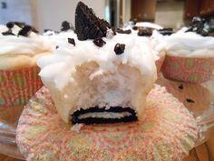 flora foodie: Cookies 'n' Cream Cheese Cupcakes