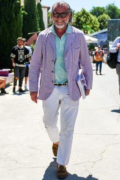 アレッサンドロ氏もイチ早くコーディネートに取り入れ!ストライプ柄がトレンドイン Casual Outfits, Men Casual, White Pants, Comic Covers, Must Haves, Gentleman, Street Style, Mens Fashion, Guys