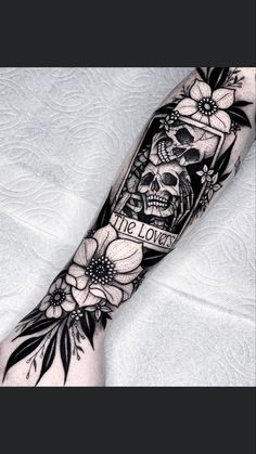 Skull Rose Tattoos, Skeleton Tattoos, Leg Tattoos, Body Art Tattoos, Black Flower Tattoos, Black Work Tattoo, Tatoos, Tattoos For Women Half Sleeve, Tattoos For Guys