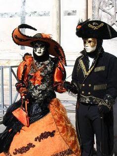 Il mio amico Giorgio mi ha invitato a una Carnavale. He had matching costumes for us and everything!
