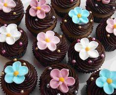 Pretty Flower Cupcakes.