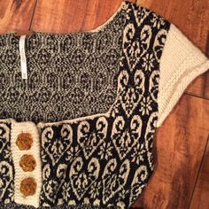 Soft knit Free People top. ❄️ Cute baby doll style sweater top by Free People.  Rolled cap sleeves, 3 button plaque, raw hem.  Cute contrasting pattern.  ❄️ Free People Tops