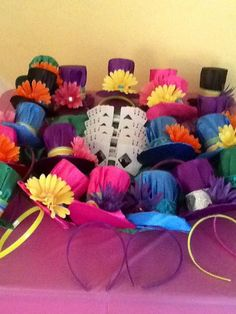 Alice in Wonderland party favors. Mini Mad Hatter Hats and playing card glasses. for photo booth Mad Hatter Party, Mad Hatter Tea, Mad Hatter Birthday Party, Elmo Party, Mickey Party, Alice Tea Party, Mad Tea Parties, Alice In Wonderland Birthday, Alice In Wonderland Party Ideas