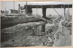 """Вид с юга на север на русло реки Темерник в районе недостроенного до войны """"Стачкиного"""" моста. Хорошо видно, как гражданское население """"осуществляет переправу"""" через """"Темерничку"""" в  сторону западного поселения. (Идентификация В.В. Долбнина)"""