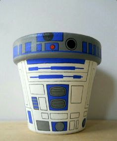 For Josh Star Wars Droid Painted Flower Pot. I might actually attempt to garden if I had a flower pot like this. Star Wars Crafts, Geek Crafts, Fun Crafts, Flower Pot Crafts, Clay Pot Crafts, Painted Flower Pots, Painted Pots, Hand Painted, Diy Star