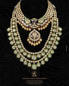 Indian Bridal Kundan and pearl jewellery. - loved & pinned by India Jewelry, Ethnic Jewelry, Pearl Jewelry, Antique Jewelry, Gold Jewelry, Mughal Jewelry, Diamond Jewellery, Luxury Jewelry, Jewelry Sets