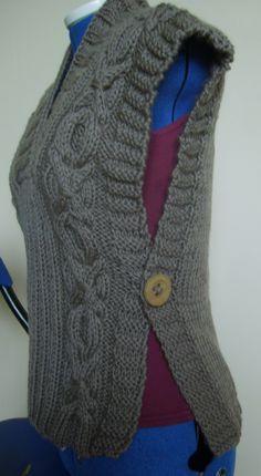 Новости - Her Crochet Loom Knitting, Knitting Socks, Knitting Patterns Free, Baby Knitting, Crochet Shawls And Wraps, Crochet Poncho, Pull Torsadé, Knit Vest Pattern